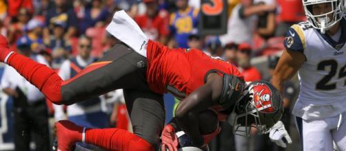 Godwin destrozó al perímetro de los Rams. - apnews.com