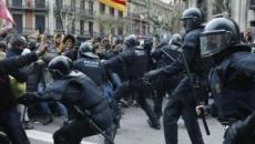In Catalogna 180 feriti e 83 arresti, la sindaca dichiara: 'Barcellona non se lo merita'
