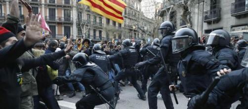 Catalogna, continuano scontri e proteste