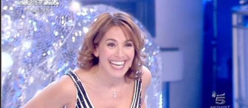Barbara D'Urso 'castiga' in diretta Morgan che ha dato forfait al suo talk show domenicale.