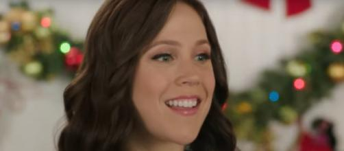 """Erin Krakow of """"When Calls the Heart"""" shows support for Princess Meghan and wished for a pillow, [Image source: HM&M-YouTube]"""