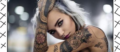 I tatuaggi sono un fenomeno di massa (13,8% donne, 11,7% uomini) ma pochi conoscono i rischi associati ai pigmenti usati per questi decori.