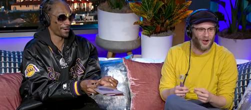 Snoop Dogg a sinistra, Seth Rogen a destra.
