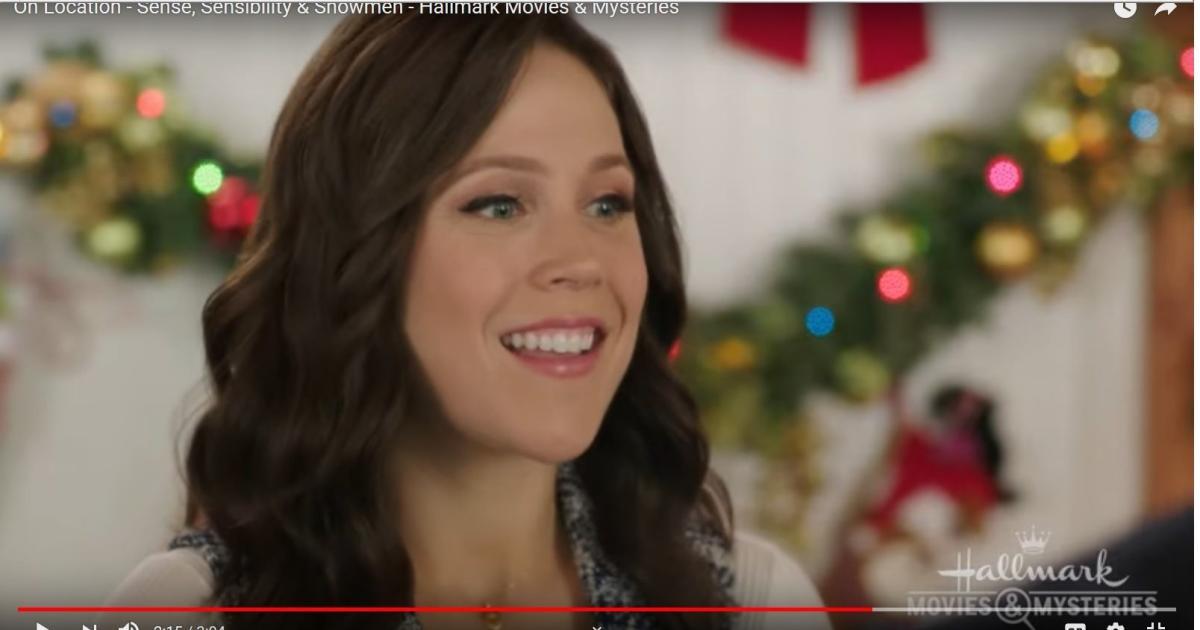 When Calls The Heart Christmas 2019.When Calls The Heart S Erin Krakow Sends Social Media