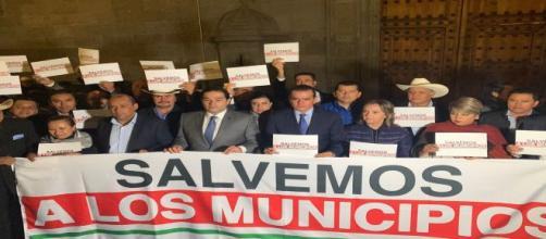 Alcaldes protestan en el Palacio Nacional; buscan audiencia con AMLO. - irvingpineda.com
