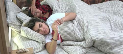 Hariany diz para Thayse que se sente sufocada. (Reprodução/Record TV)