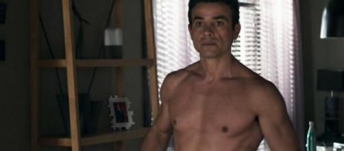 Márcio (Anderson Di Rizzi) em cena da novela 'A Dona do Pedaço'. (Reprodução/TV Globo)