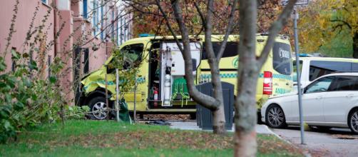 Oslo, uomo armato ruba ambulanza e travolge i passanti