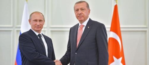 L'incontro di Erdogan con Putin è andato a buon fine, accettato da Assad l'accordo