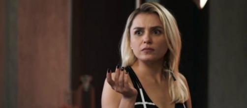 Márcio (Anderson Di Rizzi) e Kim (Monica Iozzi) em cena na novela A Dona do Pedaço, trama das nove da Globo (Reprodução/Rede Globo)