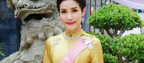Thai king strips royal consort of her titles and military rank photo- (Image credit BBC/Youtube)