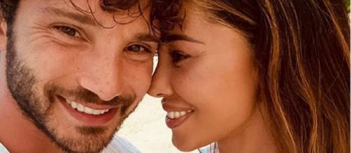 Belen Rodriguez sfoggia un nuovo costoso anello su IG: i fan sognano le nozze bis con Stefano.