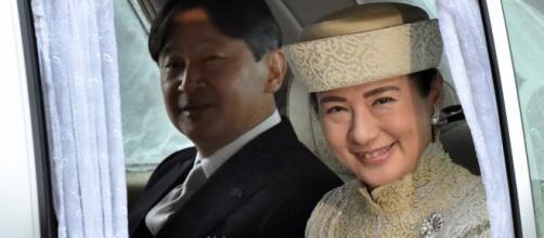 Naruhito, nuovo imperatore del Giappone, insieme alla moglie Masako
