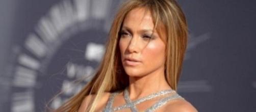 Jennifer Lopez ha raccontato ad Hollywood Reporter una molestia subita nei primi anni della sua carriera