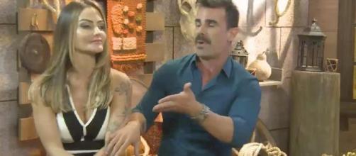 Jorge e a esposa comentaram sobre Hariany. (Reprodução/Record TV)