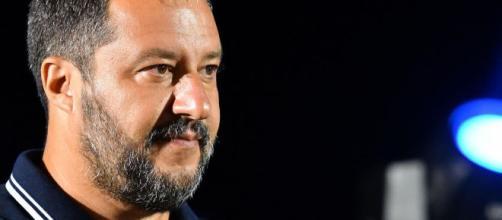 Matteo Salvini smentisce Elisa Isoardi: 'Sul mio telefono solo cose di lavoro'.