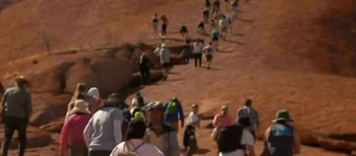 Tourists rush up Uluru for final climb. [Image source/Sky News Australia YouTube video]