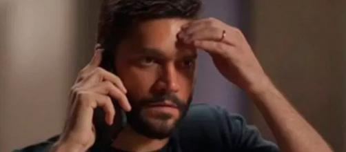 Diogo manda mensagem do celular de Gisele para Willian. (Reprodução/TV Globo)