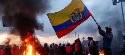 Tensión en las manifestaciones contra las políticas de Lenín Moreno. - rtve.es