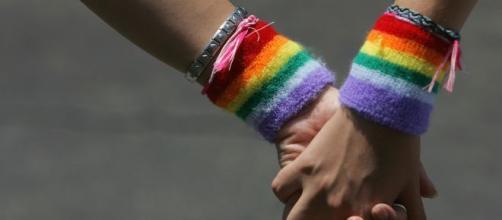 Creata pagina su Instagram da due ragazze fidanzate per denunciare le offese degli omofobi