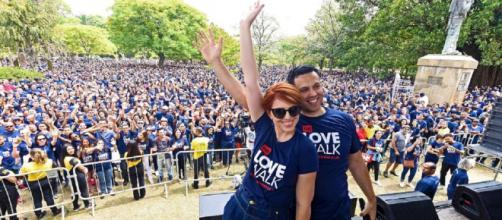 """Renato e Cristiane Cardoso participam da """"Caminhada do Amor"""" em SP (Crédito das fotos: Demetrio Koch/ Universal/ Divulgação)"""