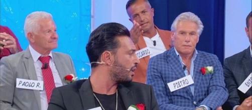 Uomini e Donne, Armando Incarnato lancia delle frecciatine a Ida Platano e Riccardo Guarnieri