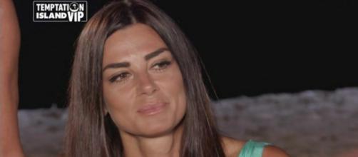 Anticipazioni Temptation Island Vip: Serena e Silvia vicine al bacio con i single Alessandro e Valerio.
