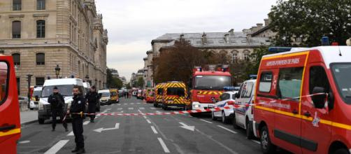 Employee kills four officers at Paris police headquarters (Image credit: CNN/YouTube)