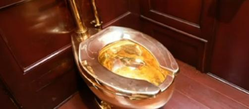 Solid gold toilet stolen from Blenheim Palace. [Image source/Sky News Australia YouTube video]