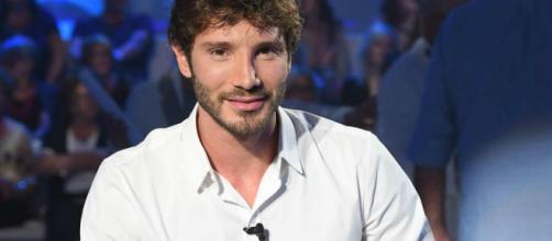 Stefano De Martino compie 30 anni: festa a Napoli con Belen, Santiago e tutti i Rodriguez