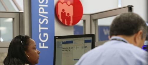 Trabalhadores já podem aderir ao saque-aniversário do FGTS. (Fábio Pozzebom/Agência Brasil)