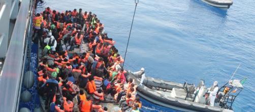 Imbarcazione con migranti messa in salvo