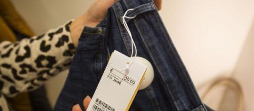 Los dependientes saben si has usado la ropa que devuelves con estos trucos