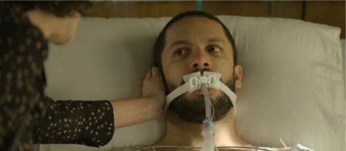 Téo fica apavorado com visita de Josiane em 'A Dona do Pedaço'. (Reprodução/TV Globo)