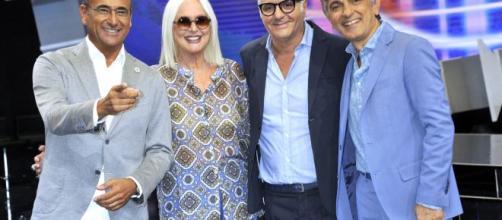 Carlo Conti posa con la giuria di 'Tale e Quale Show'