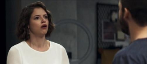 Josiane fica desesperada com a possibilidade de ser presa. (Reprodução/TV Globo)