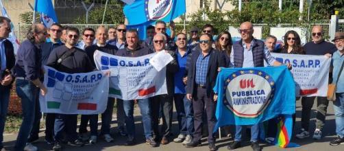 """Protesta dinanzi alla Casa Circondariale """"Bicocca"""" a Catania"""