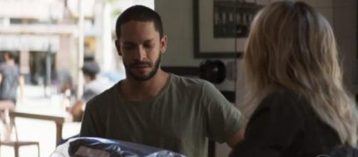 Yohana nunca escondeu queda por Téo em 'A Dona do Pedaço'. (Reprodução/TV Globo)