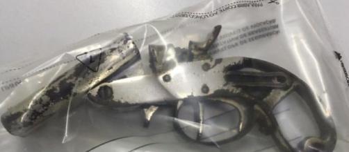 Arma foi encontrada na casa do adolescente. (Divulgação/ Polícia Militar)