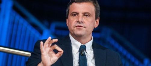 Carlo Calenda interviene al presidio dei lavoratori ex Embraco