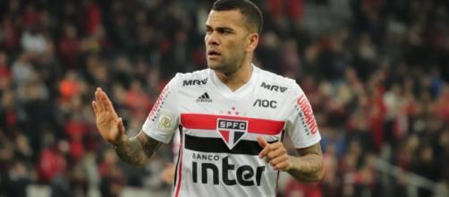 Daniel Alves é um dos que estarão em campo. (Arquivo Blasting News)