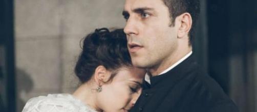Lucia e Padre Telmo sorpresi a letto insieme