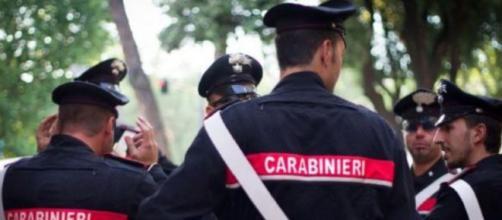 Bergamo: donna accoltellata a morte dal marito, uomo in fuga