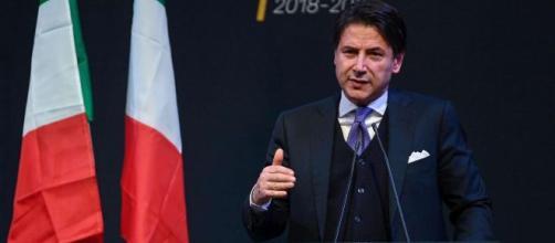 Matteo Renzi e Giuseppe Conte discutono a distanza