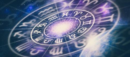 Os astros revelam como será a segunda-feira para cada signo, com conselhos práticos. (Arquivo Blasting News)