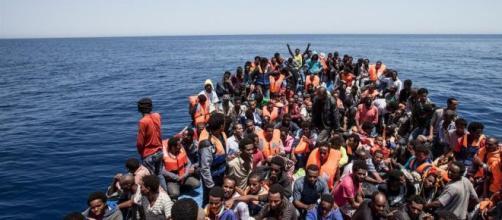 Migranti, continuano le stragi a largo di Lampedusa