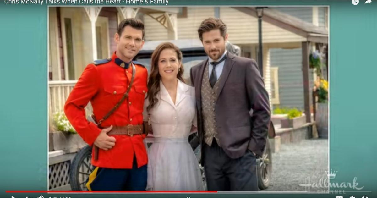 When Calls The Heart Christmas 2019.When Calls The Hearts Erin Krakow Straddles Leading Man