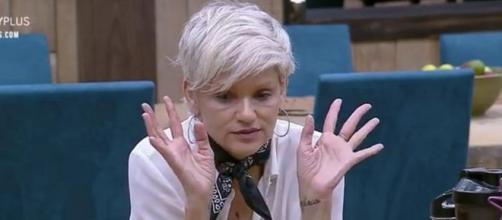 Andréa Nóbrega diz para Bifão e Netto que rejeitou parabéns de Lucas. (Reprodução/Record TV)