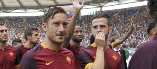 Totti risponde a Pjanic su Instagram:'Altro livello'