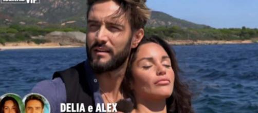 Anticipazioni Temptation Island Vip: Alex Belli e Delia complici a Ostuni dopo il falò.